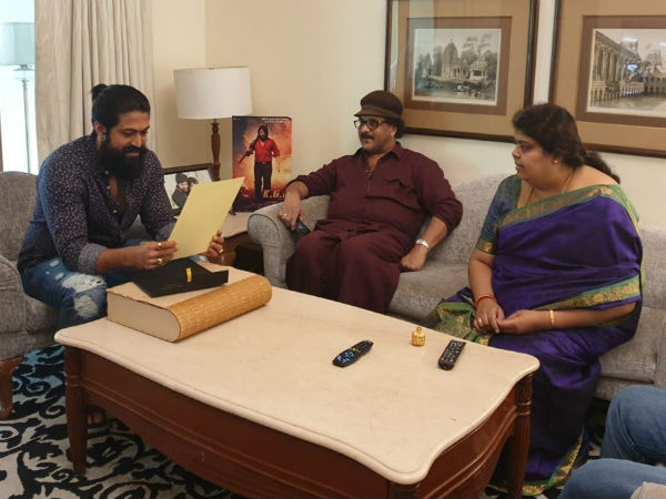 Ravichandran Visits Yash's Residence; Personally Invites KGF Actor To Daughter's Wedding