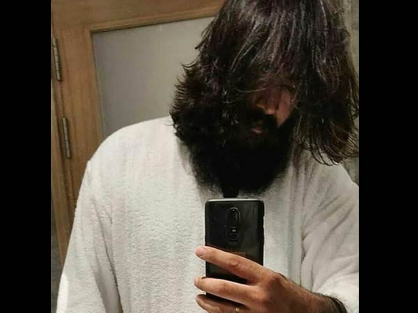 Yash S Look From Kgf Chapter 2 Leaked Yash Aka Looks More Rugged