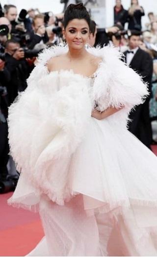 Aishwarya Rai Bachchan Stuns In White At Cannes Red Carpet!