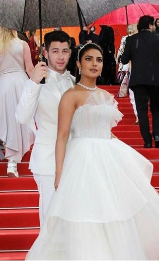 Priyanka-Nick Drop Major Couple Goals At Cannes Red Carpet!