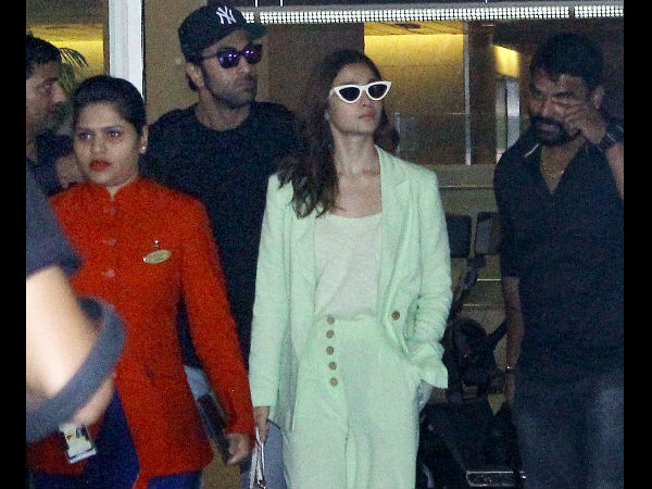 Ranbir-Alia Turn Blind Eye To The Ranauts