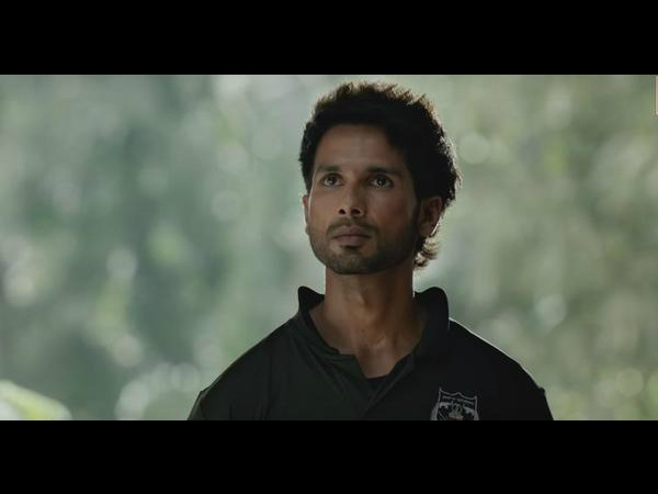 Meanwhile, Here's Why Shahid Was Sh*t Scared To Play A College Student In Kabir Singh