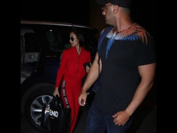 Arjun Kapoor-Malaika Arora Jet Off To Mystery Destination For A Romantic Getaway!