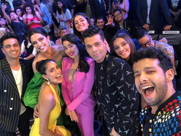 Inside Pics From Grazia Millennial Awards 2019: Deepika, Jahnvi, KJo Pose For An Epic Selfie