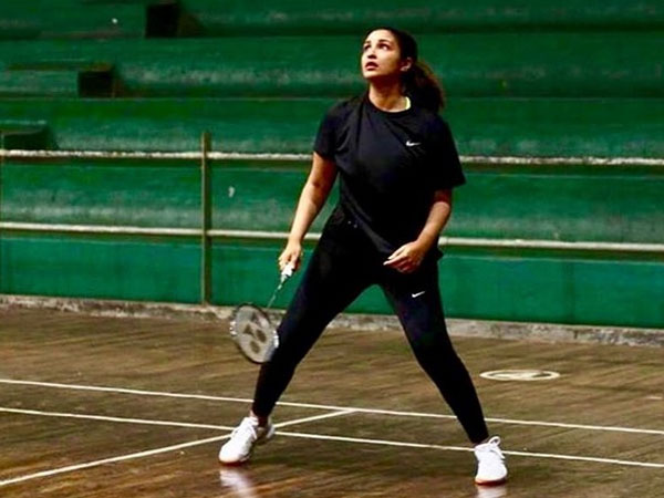 Parineeti Chopra Sets Goals On The Badminton Court; Watch Video Here!