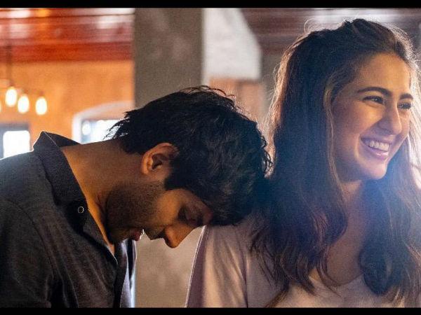 Sara Ali Khan's Awkward Picture With Kartik Aaryan Evokes Absurd Reactions