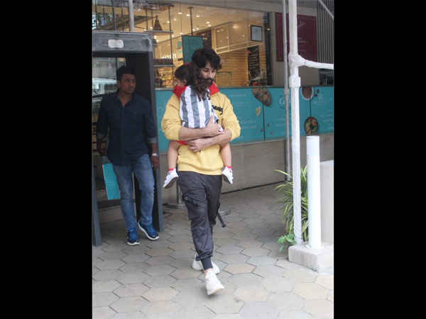Success Gone Over Shahid Kapoor's Head? Fans SLAM His Attitude As He Refuses To Pose For The Media