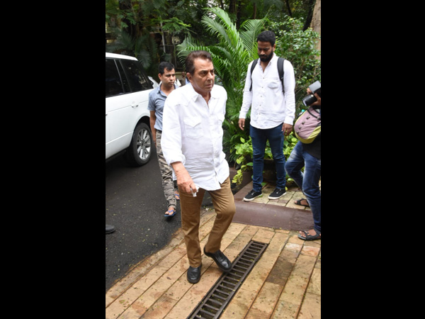 The Funeral Was Also Attended By Dharmendra