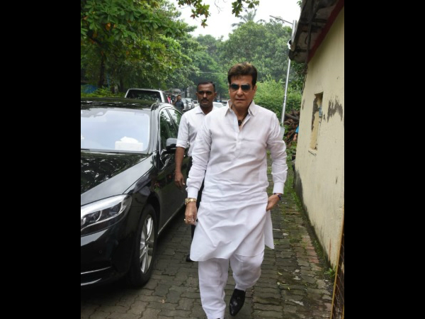 Jeetendra Pays His Last Respects