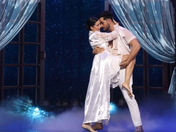 Aly Goni & Natasa Stankovic Fumble During Performance