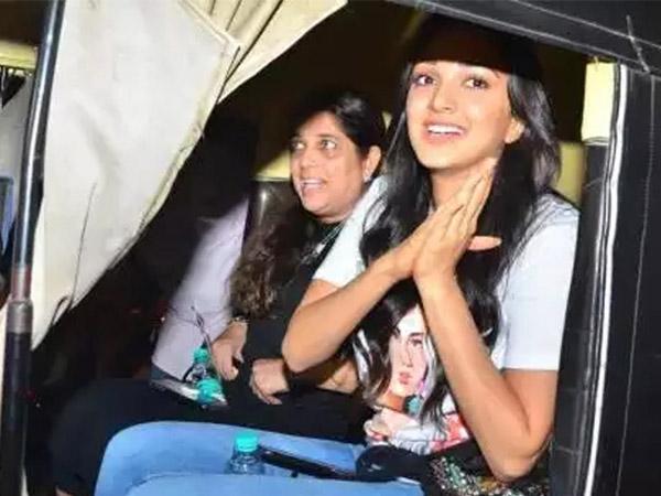 Kiara Advani Ditches Her Luxury Car And Takes Autorickshaw Ride!