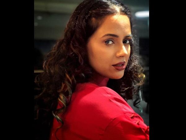 How Hrithik Roshan Helped Sameera Reddy Overcome Stammering?