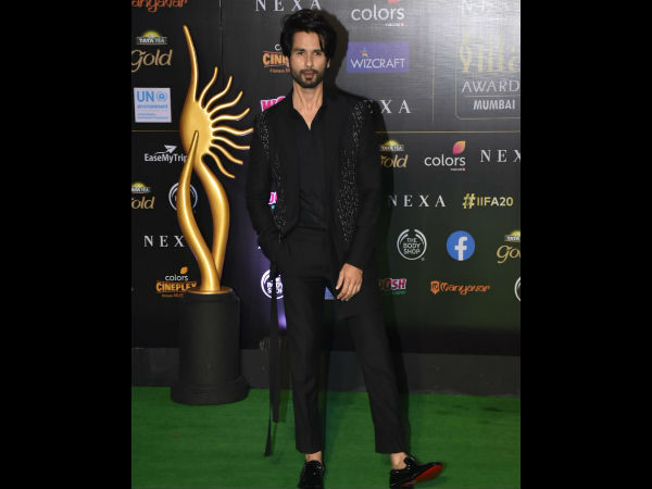 Shahid Looks Totally Dapper