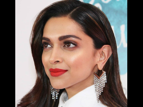 Oops Moment! Deepika Padukone FORGETS She's The Wife Of Ranveer Singh; Her Reaction Is Hilarious