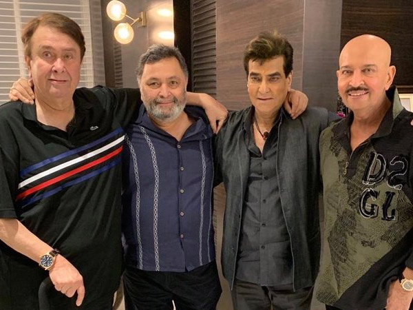 Rishi Kapoor Catches Up With Jeetendra, Rakesh Roshan & Randhir Kapoor; Shares A Picture!