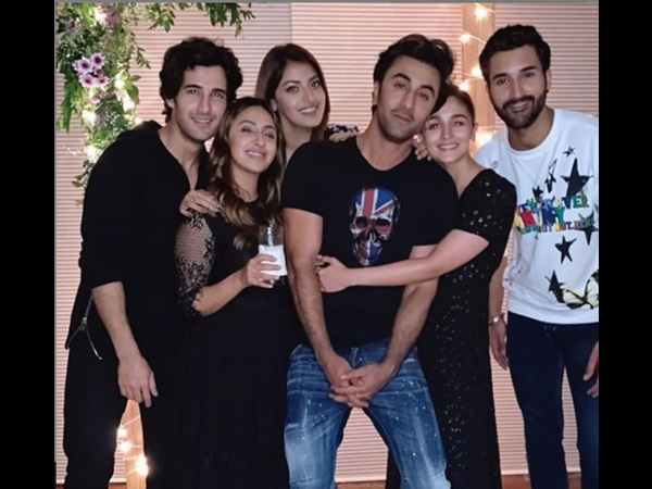 Alia Bhatt Gives A Tight Hug To Boyfriend Ranbir Kapoor & We're All Hearts Over Them!