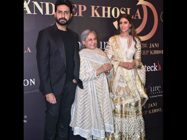 Yes, Jaya Bachchan Can Smile For The Cameras