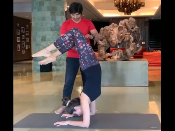 VIDEO: Shilpa Shetty Nails A Difficult Yoga Asana, Leaves Us Impressed!