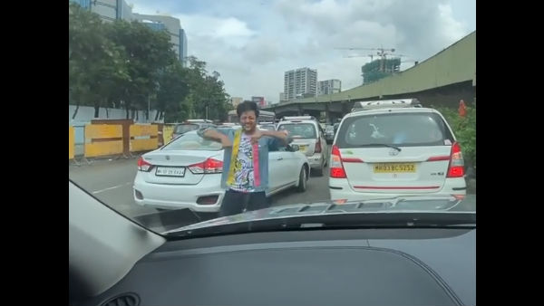 Riteish Performs Bala Challenge In The Middle Of A Busy Road