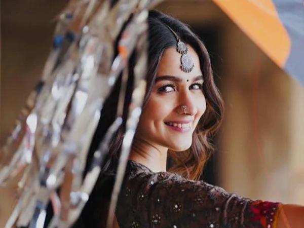 Alia Bhatt Loves Gangubai Kathiawadi Sets!