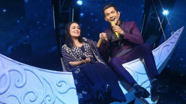 Indian Idol 11: Neha Kakkar Slips While Dancing With Aditya Narayan