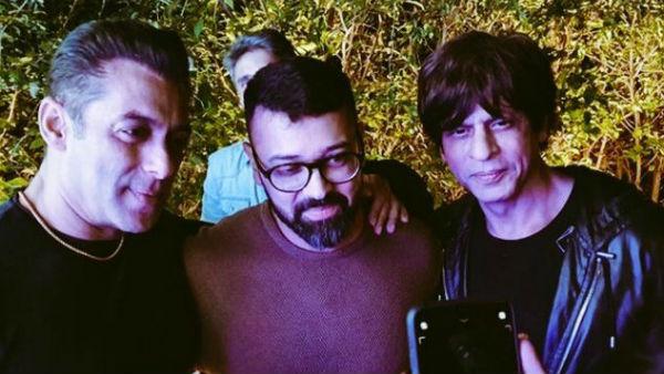 Shah Rukh Khan's Inside Picture From Salman Khan's Birthday Bash Has Us Singing 'Ye Bandhan Toh...'