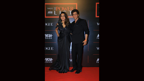 'King For A Reason': Fans Praise Shah Rukh Khan For Helping Wife Gauri With Her Gown Train!