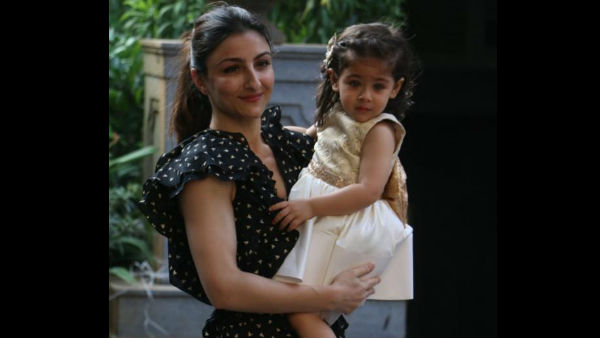 Soha And Her Daughter Inaaya Arrive