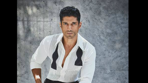 Farhan Akhtar Hits Back At Troll!