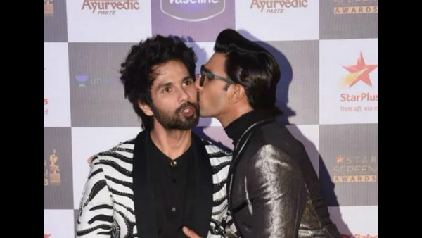 Ranveer Singh Kisses Shahid Kapoor On The Cheek And Shuts Down Rumours Of Cold War!
