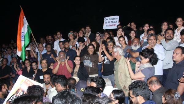 Taapsee Pannu, Swara Bhaskar, Zoya Akhtar & Others Protest Against JNU Violence