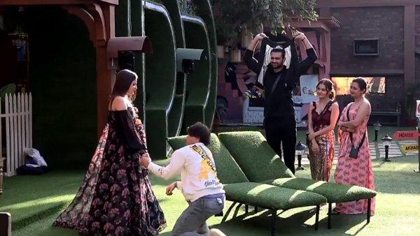 ALSO READ: Bigg Boss 13: 'Will You Marry Me?' Asim Riaz Asks Himanshi Khurana!
