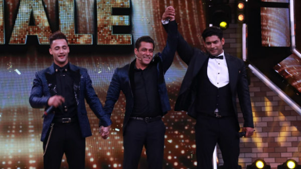 Sidharth & Asim Switch Off Bigg Boss House Lights