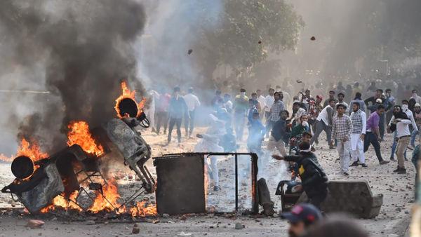 Bollywood Celebs Condemn Delhi Violence!