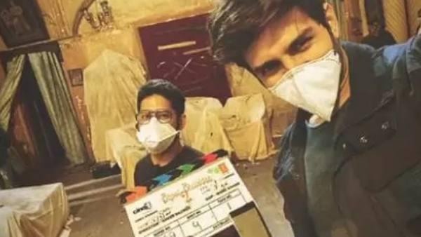 Masked Kartik Aaryan Shoots for Bhool Bhulaiyaa 2 In Lucknow
