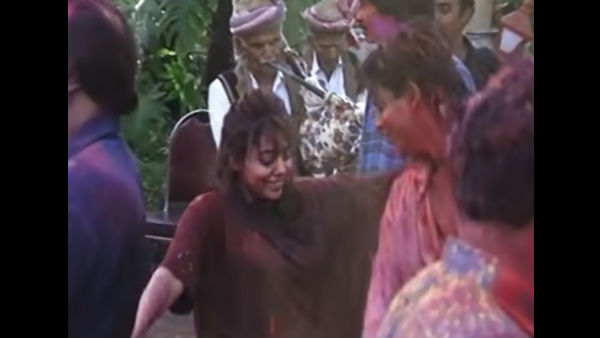 Throwback Video: SRK And Gauri's Dance At Holi Party In 2000