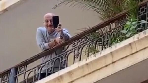 ALSO READ: Anil Kapoor Welcomes His Neighbour Anupam Kher By Serenading Him From His House Gate