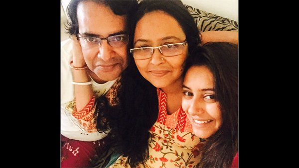 Pratyusha's Dad Couldn't Get Flowers For Her Photo