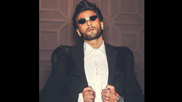 ranveer-singh-embarrassing-moment-from-award-night-goes-viral