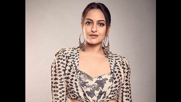 Sonakshi Sinha Observes A 'Minute Of Silence' For Trolls