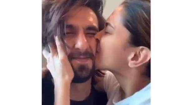 Fans Are Loving Deepika And Ranveer's PDA