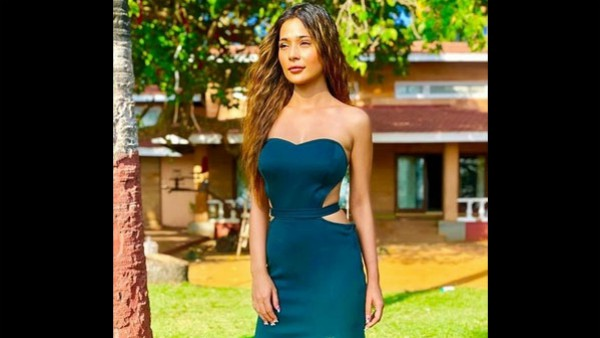 Sara Khan's Live Concert Plans On Hold Due To COVID-19