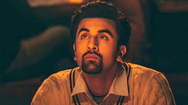 Netizens Suggest Ranbir To Stay With His Mom
