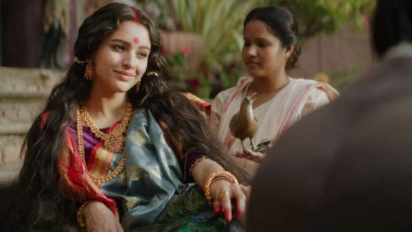 Bulbbul Twitter Review: Netizens Are Happy With Anushka Sharma's Folklore Inspired Supernatural Film