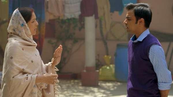 Jitendra Kumar With Neena Gupta In Panchayat