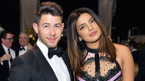 Nick Jonas Phone Wallpaper With Priyanka Chopra Is Winning Hearts