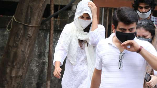 Rhea Chakraborty Spotted At Cooper Hospital