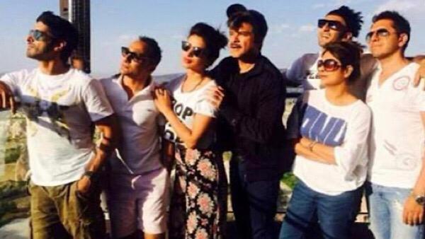 Ritesh Sidhwani Shares BTS Pics From Dil Dhadakne Do