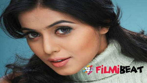 Shamna Kasim Requests Media