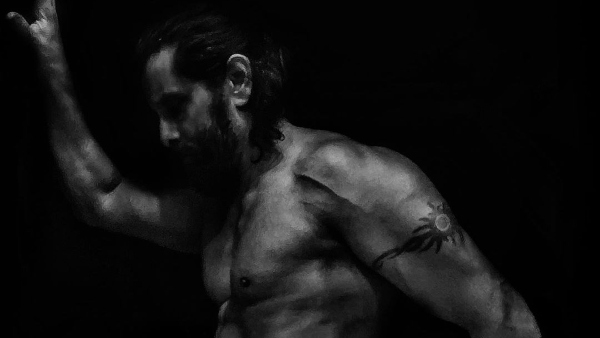 Vikram Gives Major Fitness Goals With His New Still: Wins The Internet!